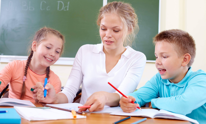 Ensinar dizendo ou ensinar guiando?