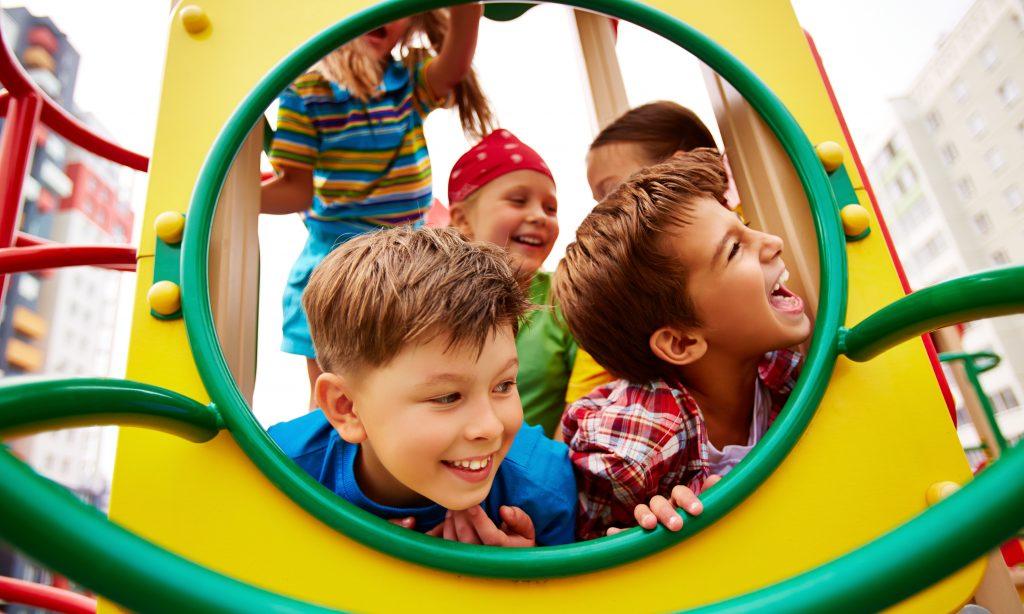 Brincar beneficia as crianças… e muito!