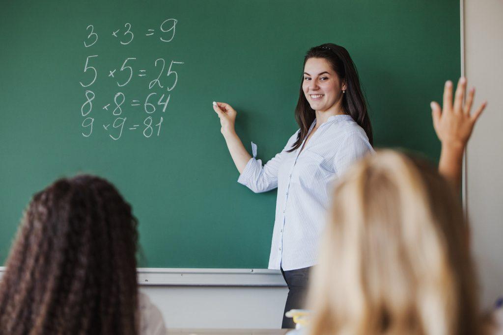 Um bom professor nunca erra, um excelente professor erra muitas vezes