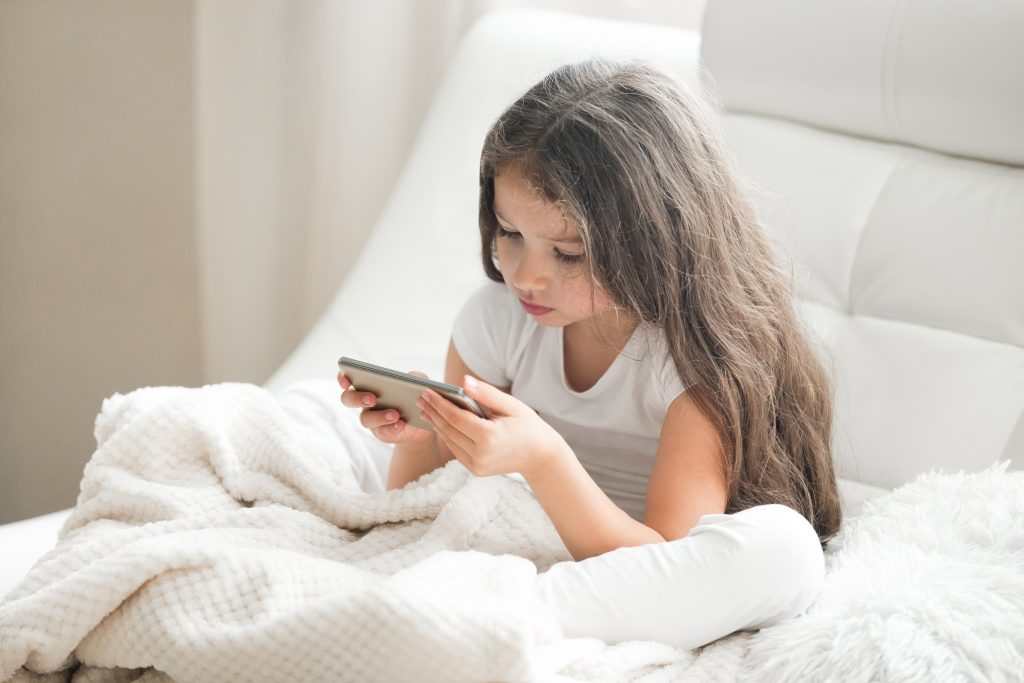 Quando as crianças usam a Internet: 9 cuidados a ter