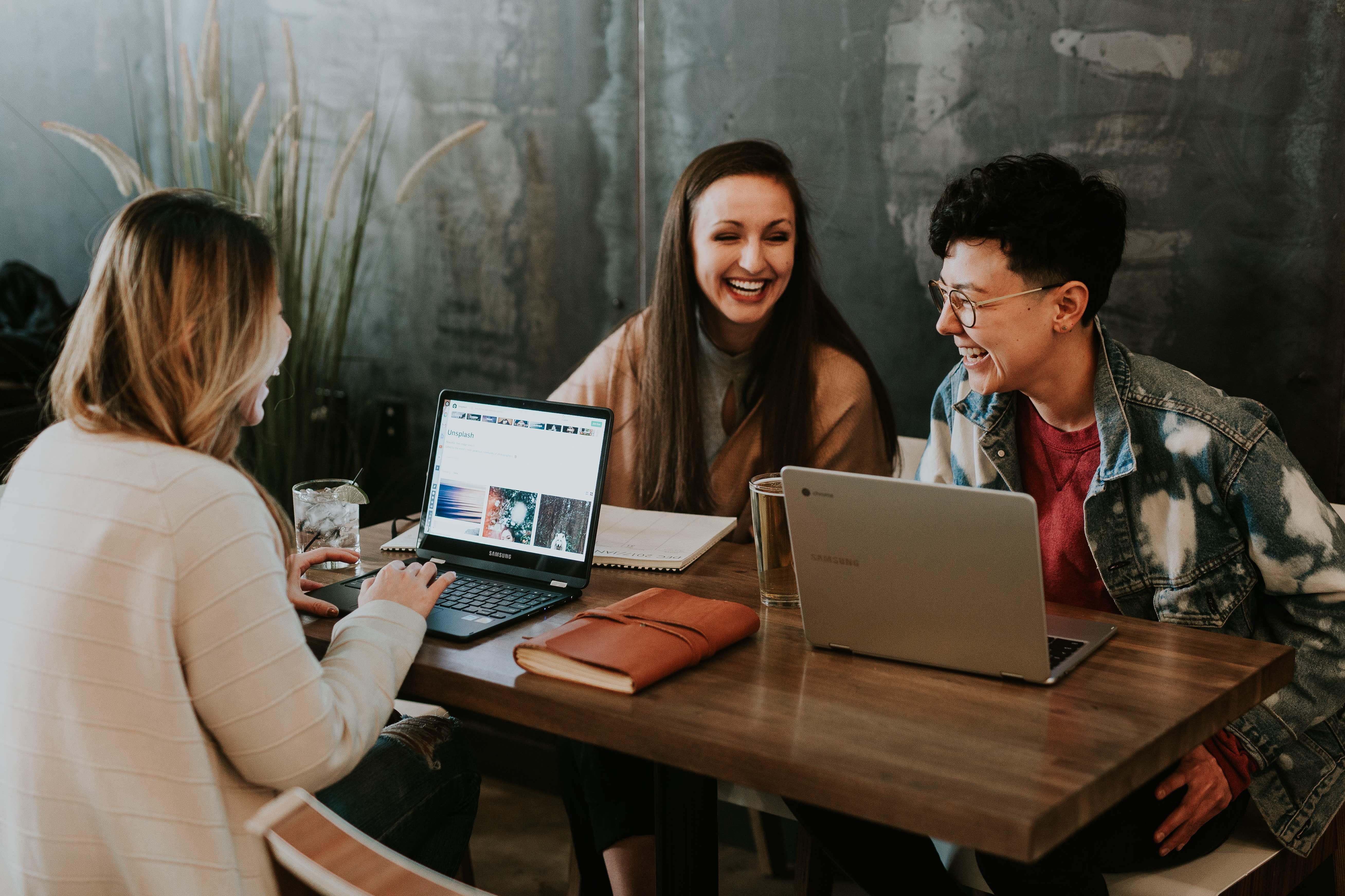 Dos workaholics à geração dos millennials funaholics